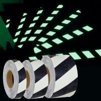 Тип Фотолюминесцентный. Противоскользящая светонакопительная лента (светится в темноте)